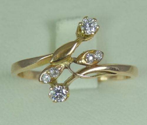 Pierścionek wykonany ze złota