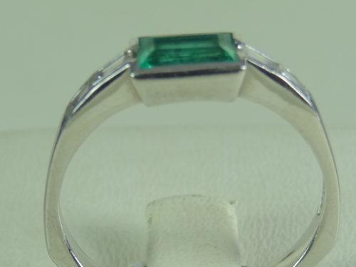 Pierścionek wykonany z platyny