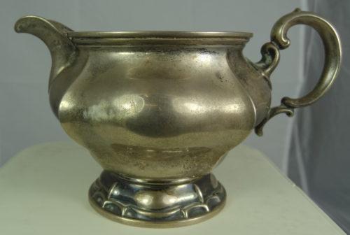 Mlecznik wykonany ze srebra