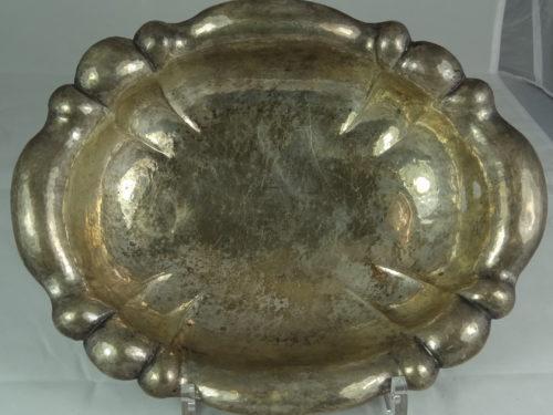 Owalna patera na 4 kulistych nóżkach wykonana ze srebra