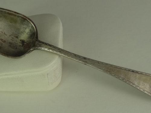 Łyżeczka do herbaty wykonana ze srebra