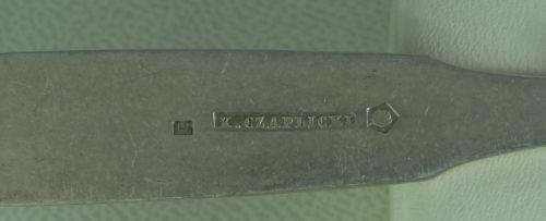 Łyżeczka wykonana ze srebra