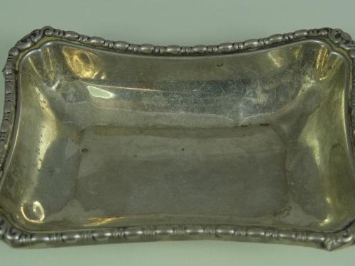 Prostokątna paterka wykonana ze srebra
