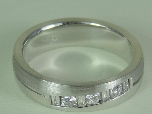 Obrączka wykonana z białego złota pr. 0,750