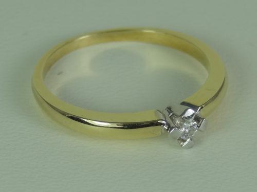 Pierścionek wykonany ze złota pr. 0,585